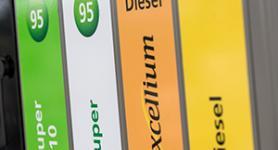 Verschiedene TOTAL Kraftstoffe auf einer Zapfsäule